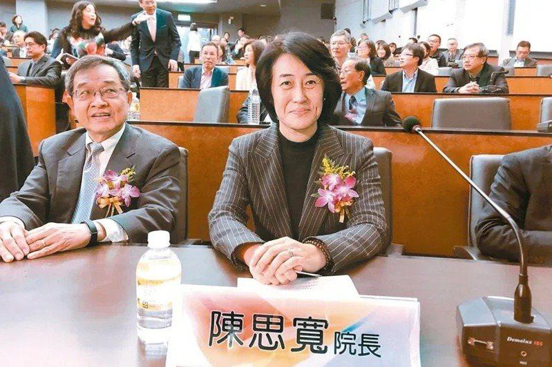 中華經濟研究院院長陳思寬(右)擔任永豐金新董事長。本報系資料庫
