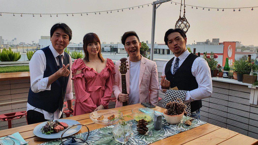 成語蕎(左二)露酥胸與無尊(右二)共進浪漫燭光晚餐,梁赫群(左一)、夢多相伴。圖