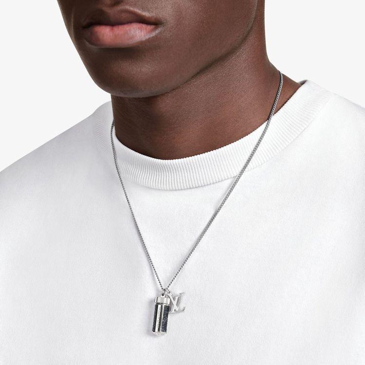 路易威登Monogram Eclipse吊飾項鍊,17,900元。圖/LV提供