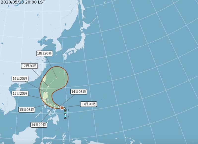 中央氣象局表示,黃蜂颱風已轉為中度颱風。根據中央氣象局觀測顯示,中度颱風「黃蜂」今晚8時的中心位置在北緯 12.1 度,東經 127.9 度,以每小時12公里速度,向西北西進行。圖/氣象局提供
