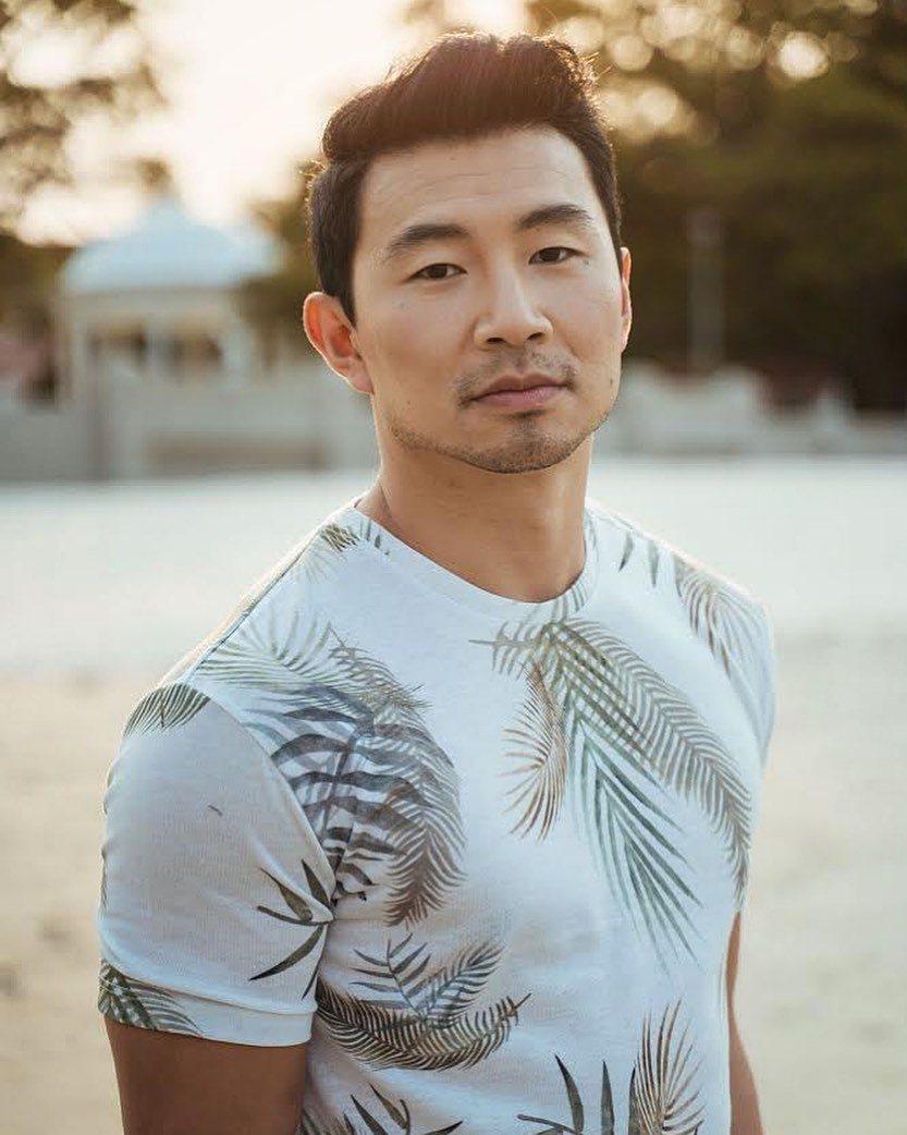 漫威首位華人英雄主角劉思慕也加入討伐資深歌王的行列。圖/摘自Instagram
