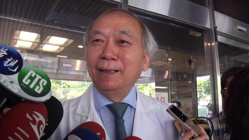 高雄長庚名譽院長陳肇隆表示,顏清標預計今天上午拔管,術後約一個月可出院返家。記者王昭月/攝影