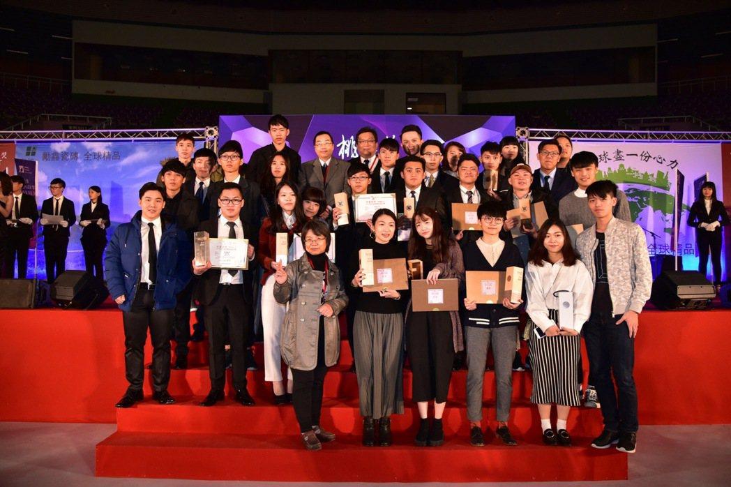 萬能科大營建科技系學生得到108年桃鼎獎,獲得一銀十佳作殊榮。 萬能科大/提供。
