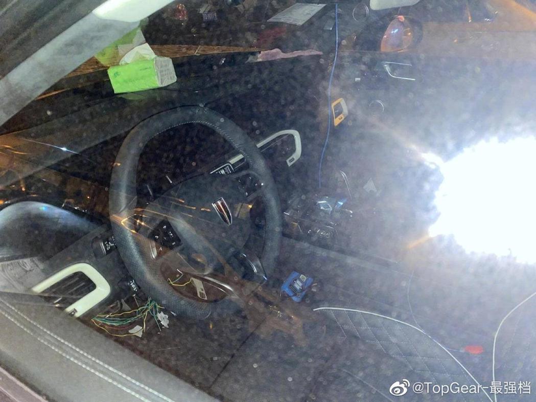 車內兼具質感及科技感。 摘自Carbuzz.com