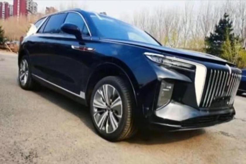 中國一汽紅旗的全新電動SUV車款E115與Rolls-Royce Cullina...