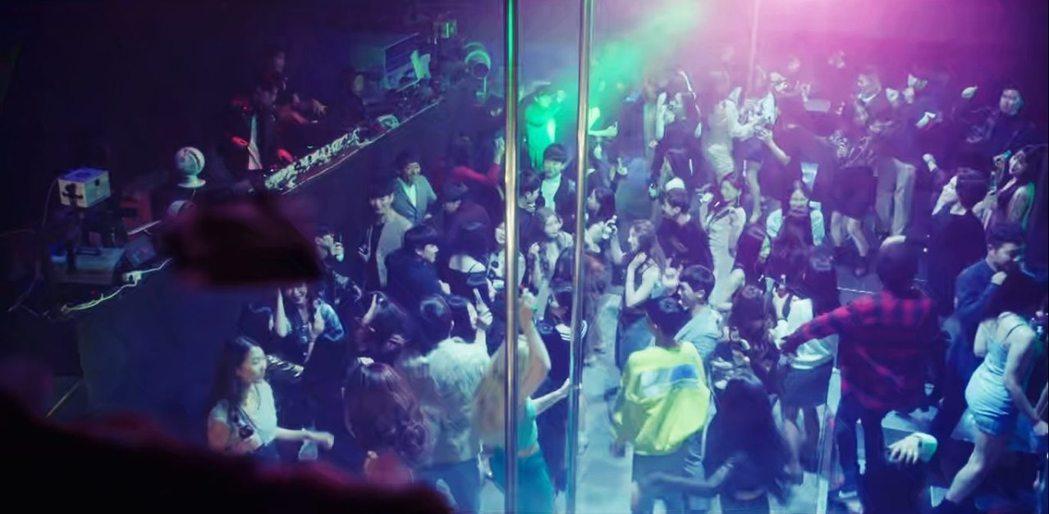 較早吸收西方文化的梨泰院,逐漸形成酒吧、俱樂部匯集處,更有許多同志夜店或三溫暖選...