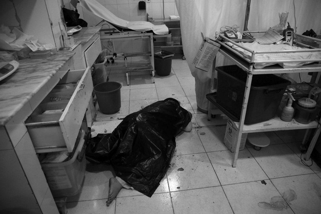 喀布爾「婦幼醫院大屠殺」的一名罹難者。 圖/美聯社