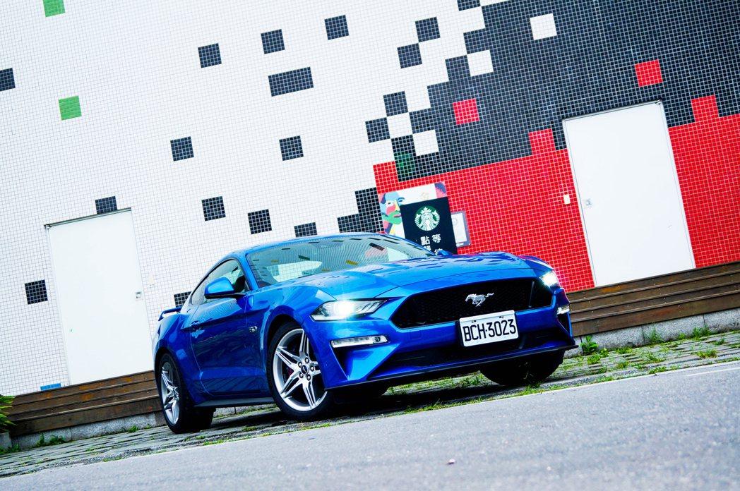 Ford Mustang GT設計的本意,就有夠讓駕駛進行長途駕駛的能力。 記者...