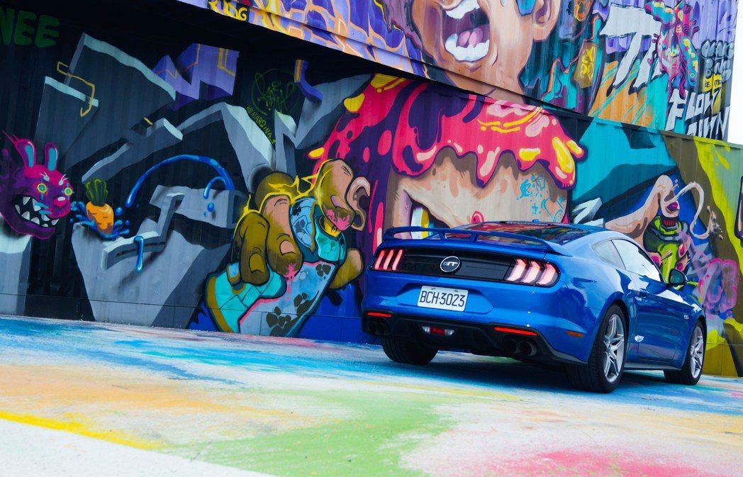 新天堂樂園外部更是有許多公共藝術的塗鴉可供拍照。 記者趙駿宏/攝影