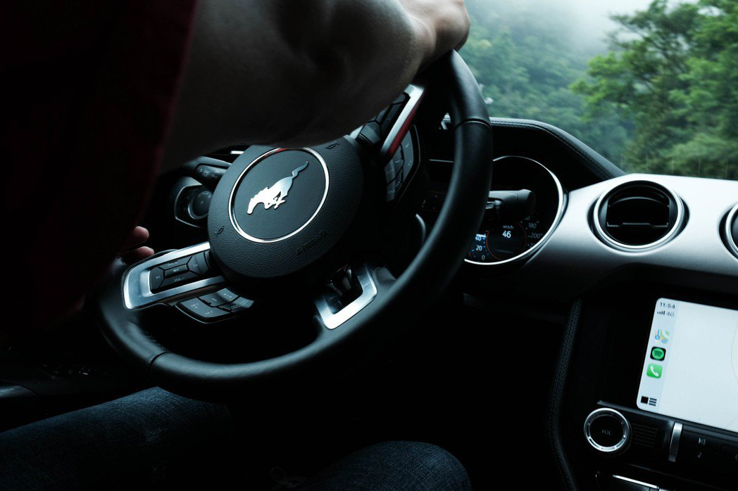 Ford Mustang GT的動力與底盤調校,即使在操駕中也能帶有些許舒適性。...