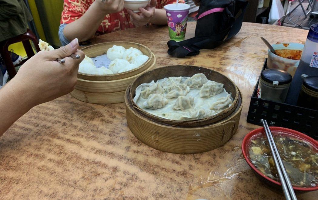 花蓮市區名店 周家蒸餃。 記者趙駿宏/攝影