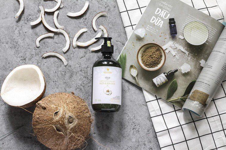 常做為清潔產品發泡用的介面活性劑,同樣能從植物中提煉,例如椰子油。 圖/pixa...