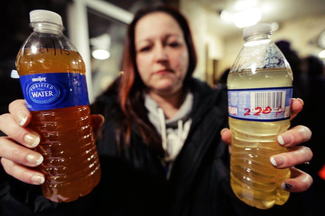 2015年,密西根州的佛林特市(Flint)自來水系統,被踢爆證實「遭到鉛水汙染...