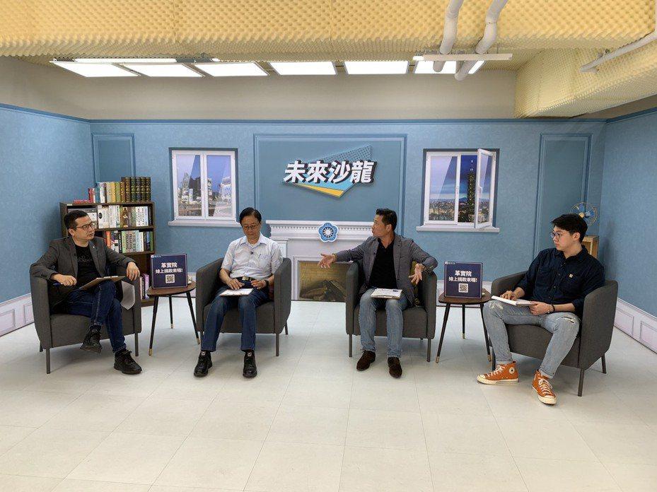 国民党革实院长丶台北市议员罗智强主持未来沙龙,与前行政院长张善政对谈。图/戴锡钦办公室提供。