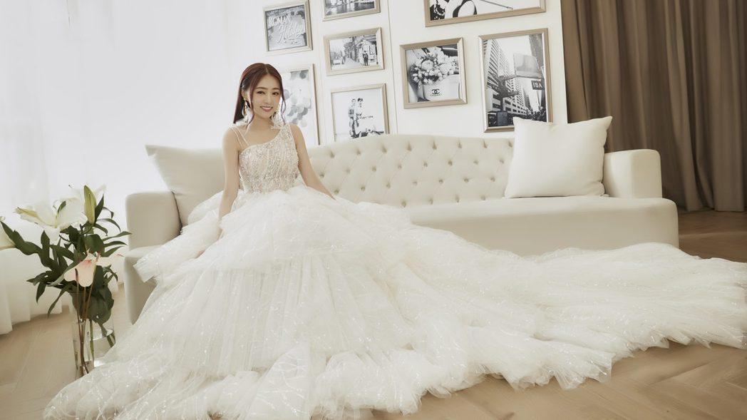 丫頭穿上林莉婚紗展現好身材。圖/LinLi Boutique林莉婚紗提供