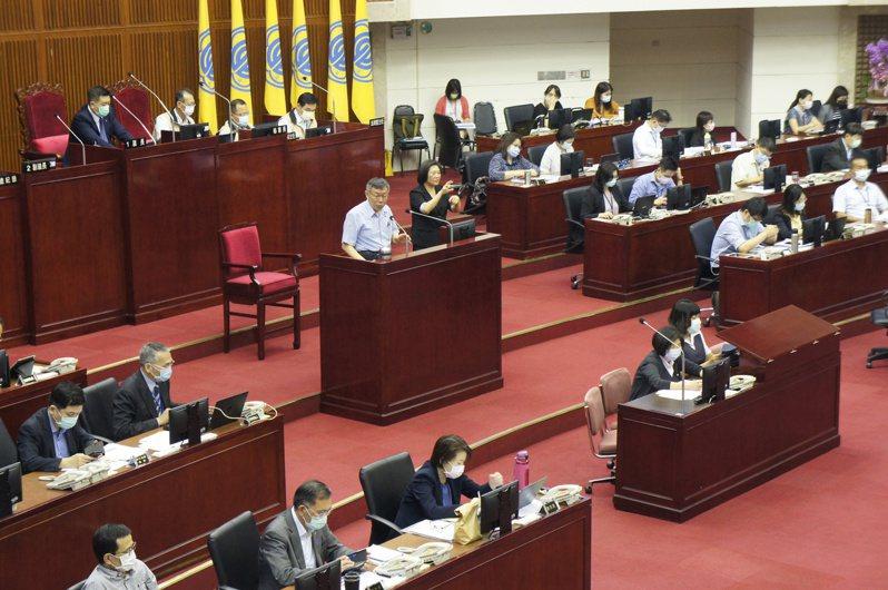 台北市長柯文哲今天赴北市議會專案報告紓困相關政策。記者/林麗玉攝影
