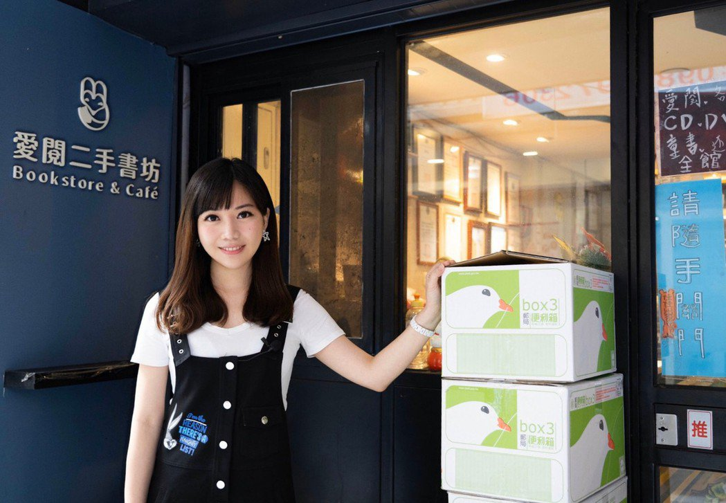 蔡尚樺擔任「愛閱二手書坊」一日店長。圖/經紀人提供