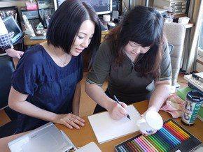 日漫作者野間美由紀(右)病逝,女歌手廣瀨香美也是她的繪畫學生。圖/摘自推特