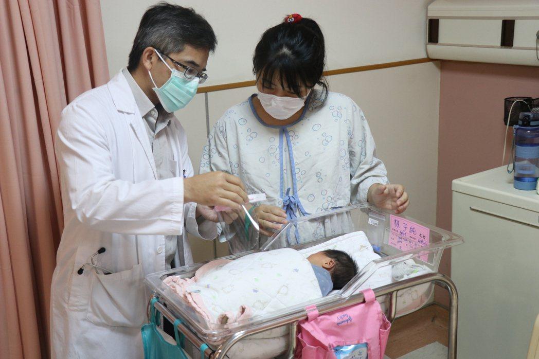 醫院臨床發現近3成嬰兒未按時施打預防針,憂心嬰兒暴露感染其他傳染病風險,呼籲家長...