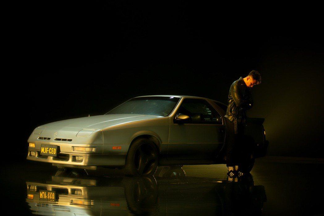 瘦子E.SO第二首單曲「她沒在看我」已經在各數位平台上架。圖/本色提供