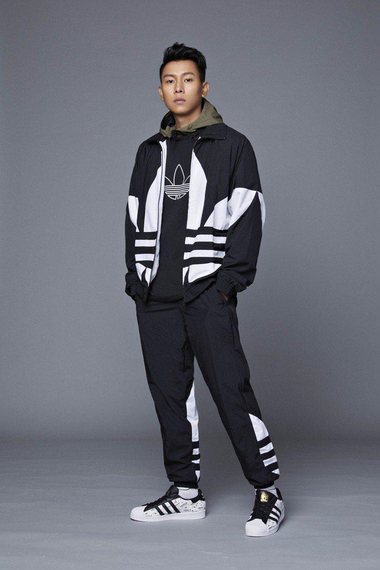 前MJ116頑童成員的瘦子,受邀詮釋經典Superstar鞋款與服飾。圖/adi...