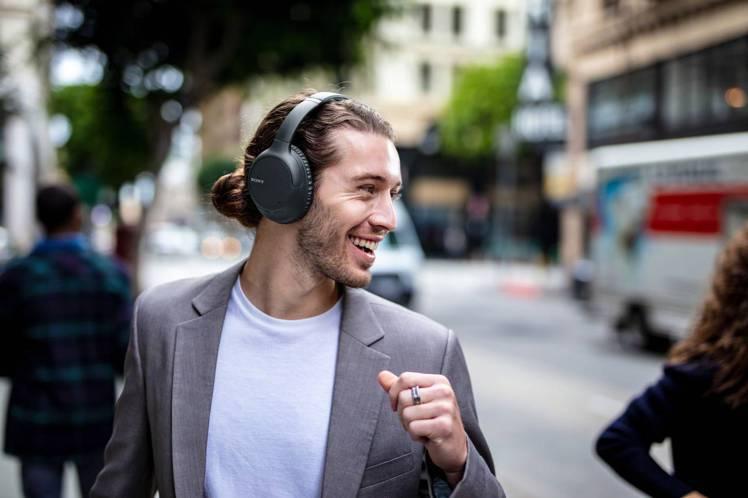 Sony WH-CH710N主動式降噪藍牙耳罩式耳機,建議售價4,990元。圖/...