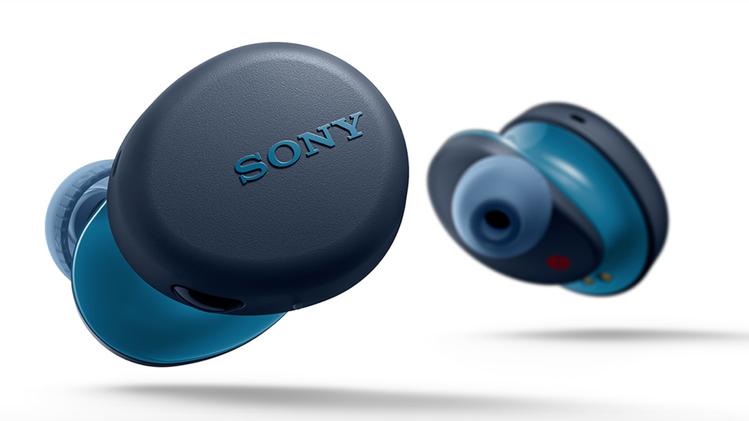 Sony WF-XB700圓弧的機身外型配備實體按鈕,可更直覺操作。圖/摘自So...