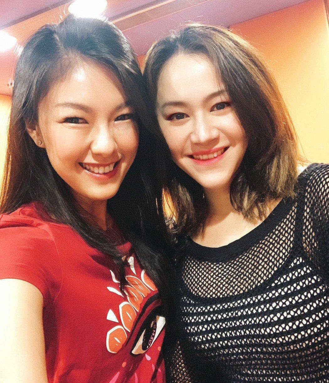 嫚凌(左)邀楊蒨時合作。圖/星火映畫提供