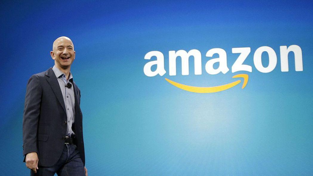 亞馬遜執行長貝佐斯。疫情助長網購需求,帶動電子商務巨人亞馬遜營收勁揚。 美聯社
