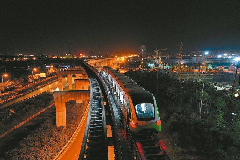 大陸首列商用磁浮2.0版列車成功完成達速測試。 新華社