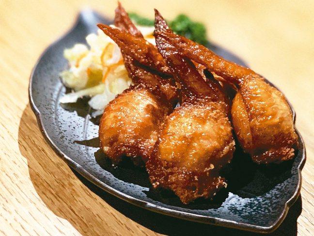 臭豆腐雞翅,不但口感有層次,配上自製的台式泡菜,有別於常見的明太子雞翅,十分討拍...