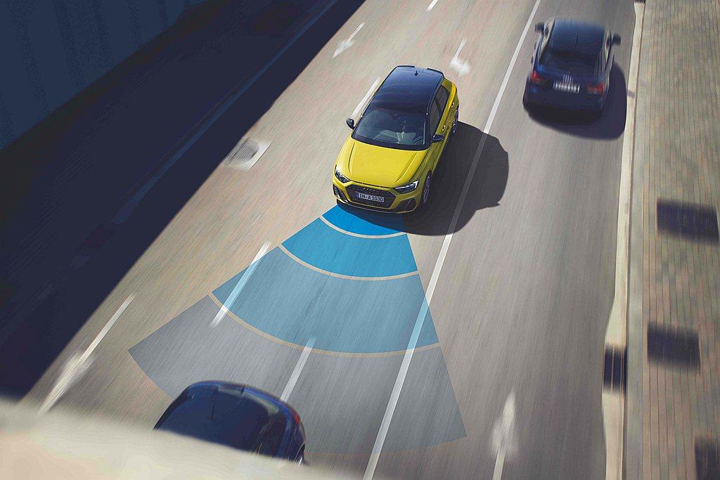 全車型標配多項主被動智慧安全科技,如ACC主動式定速巡航控制系統、Audi pr...