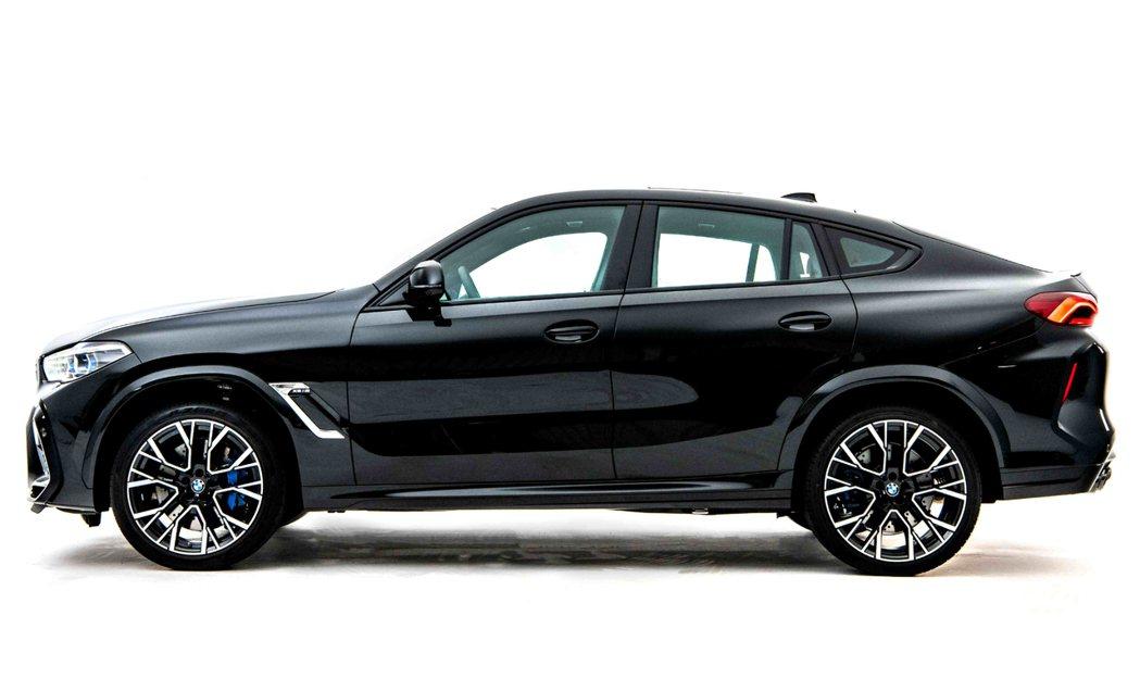結合BMW SAV車款動感休旅跑格同時承襲M賽道基因的內外觀設計。