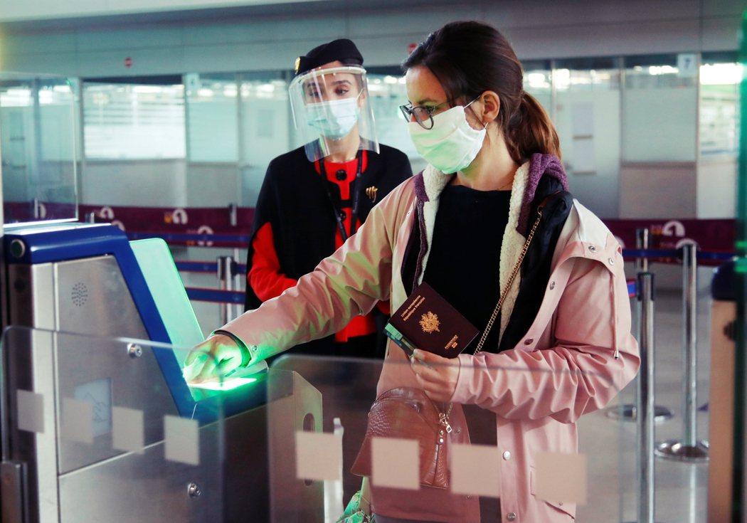 智利、德國及美國等國家,日前就都提出了「免疫護照」的概念,讓經檢測、確認其體內「...