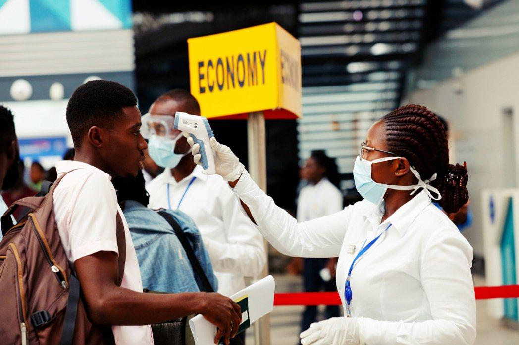 病毒大流行也將加速航空業「數位化」,從領取機票、過海關到上飛機後,整個飛行旅行可...