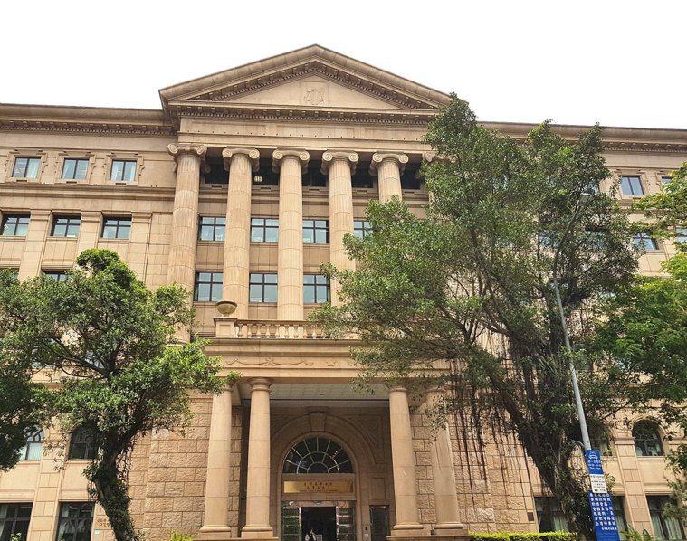 台大醫院竹東分院因沒照顧好「一直想做愛」的思覺失調症女病患,害她遭男病友性侵3次...