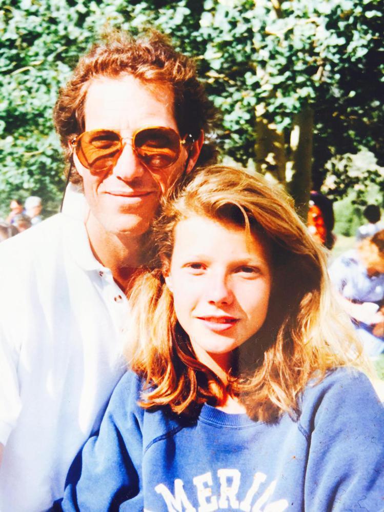 葛妮絲派楚的父親是製片人兼導演,父女感情很親密。圖/摘自twitter