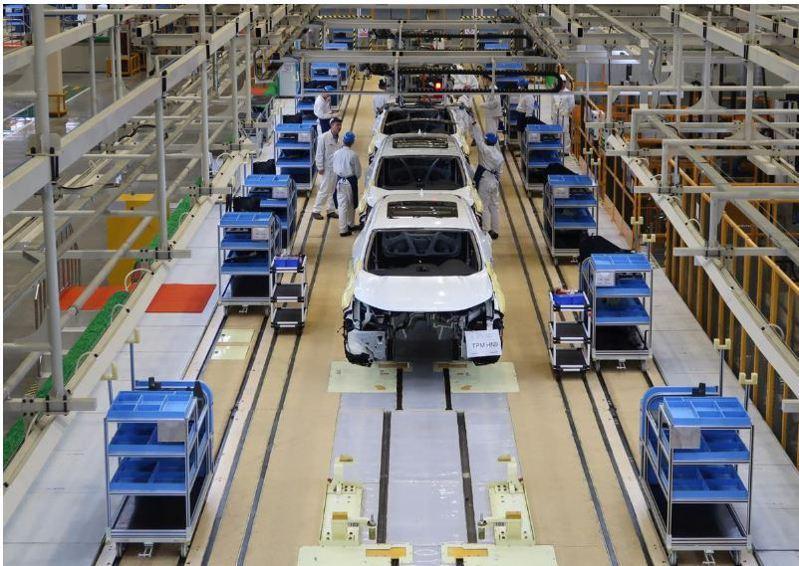 位在湖北武漢的東風本田工廠汽車生產線。圖/路透