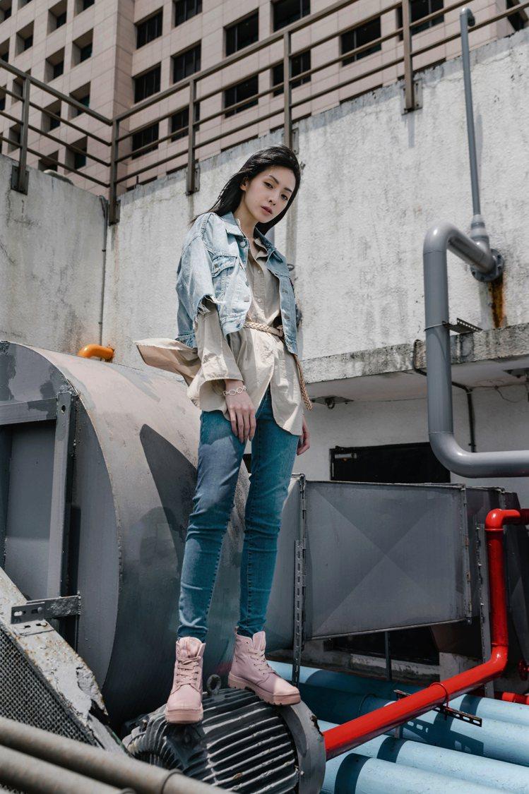 隱藏版霧霜粉PAMPA LITE+ RCYCL WP+鞋,透過經典軍靴原型搭配霧...