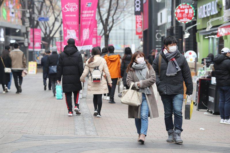 南韓政府截至14日為止已發出近半紓困補助金,圖為首爾明洞一處街道。歐新社