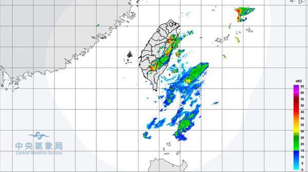 中央氣象局下午4時45分發布大雨特報,表示對流雲系發展旺盛,易有短時強降雨。圖為...