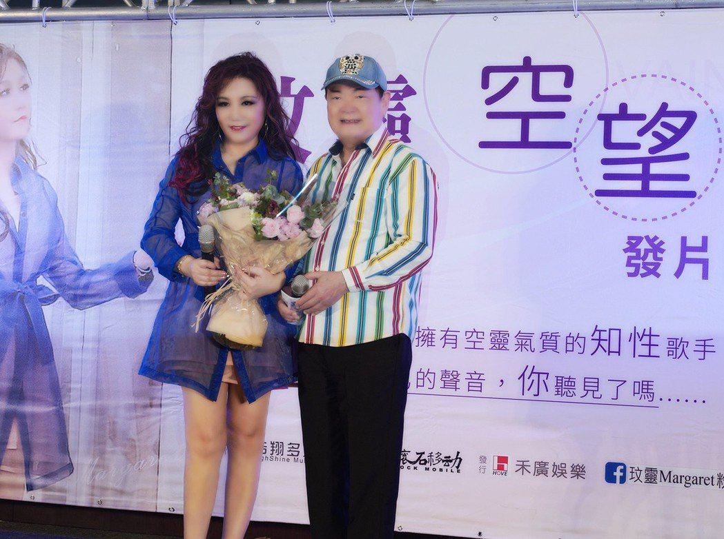劉福助(右)今天為台語歌手玟靈發片記者會站台。圖/浩翔多媒體提供