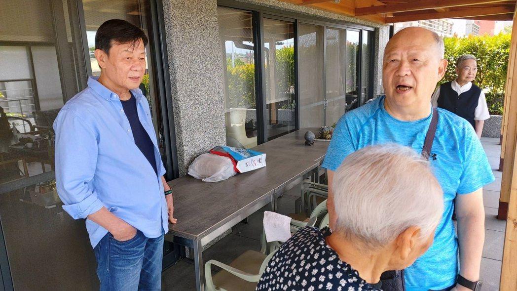 寇世勳(左)拜訪大林慈濟醫院曹汶龍醫師。圖/大愛台提供