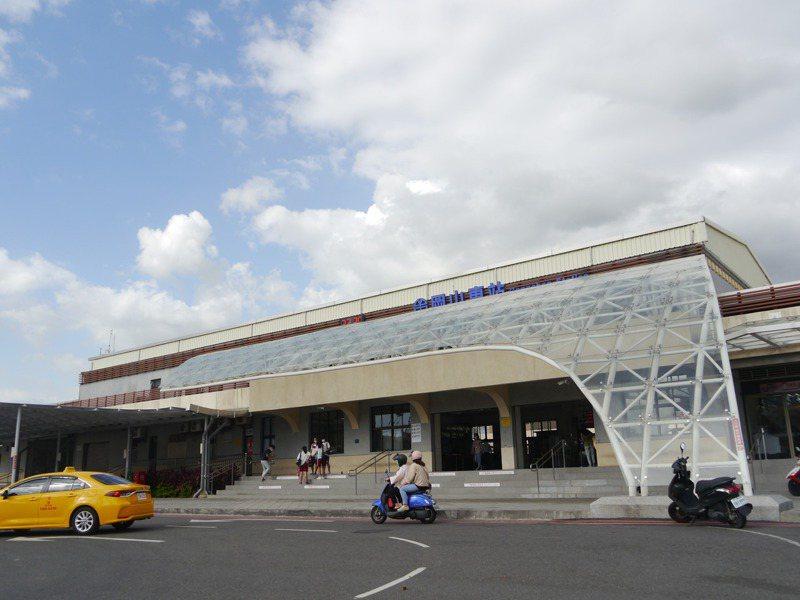岡山火車站啟用26年,一直都沒有後站可供居民出入。記者徐白櫻/攝影
