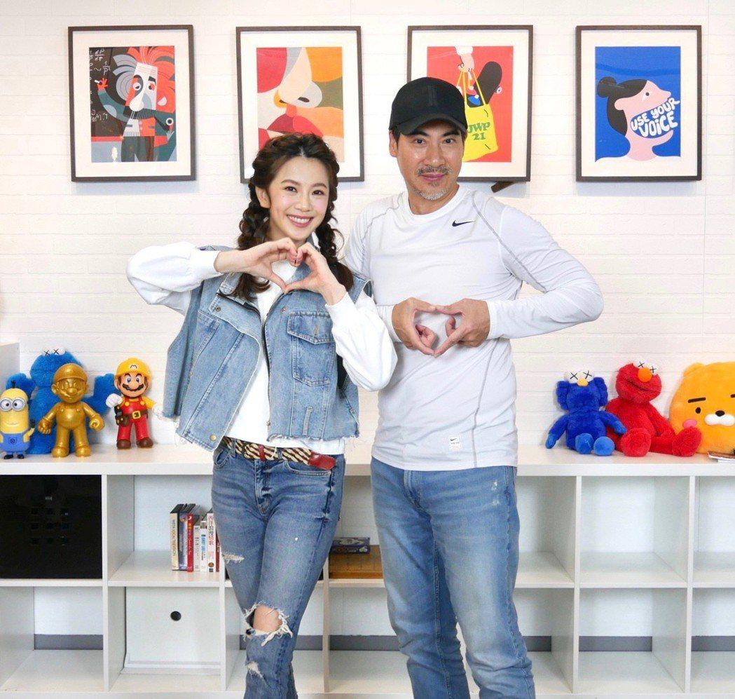 翁家明(右)、廖苡喬在「多情城市」中飾演父女,日前一起上「娛樂超skr」節目。圖...