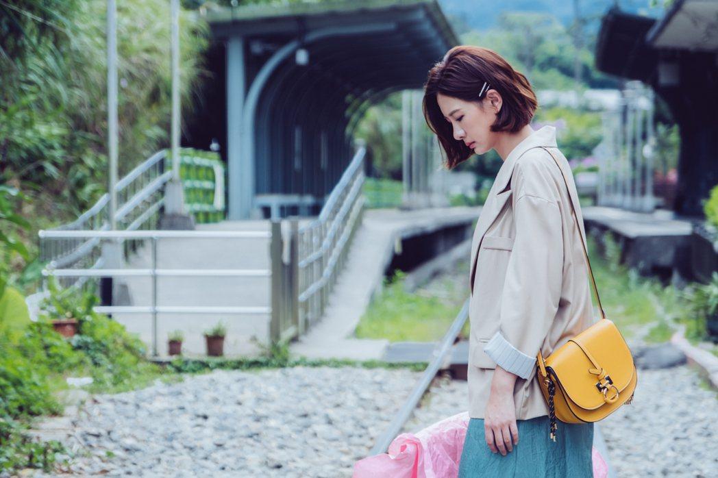 安心亞在「墜愛」劇中到平溪懷念情人。圖/歐銻銻娛樂提供