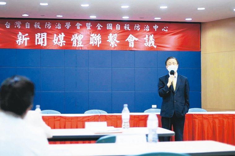 台灣自殺防治學會理事長李明濱昨天表示,心理壓力多是資源不足導致,重整、提供資源是...