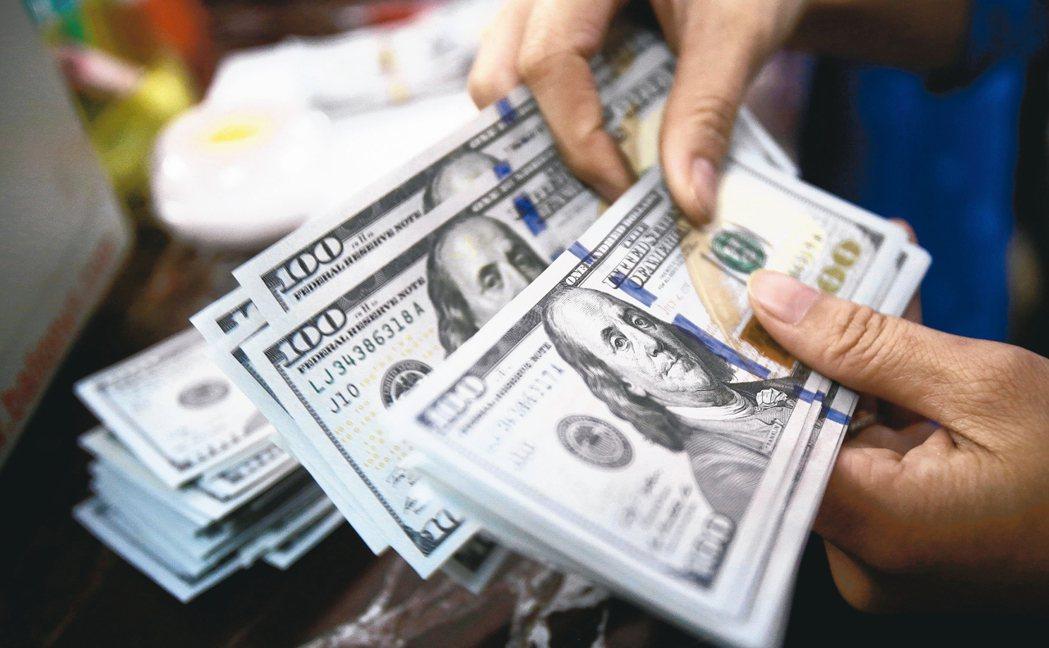 專家指出,投資人如果想要趁機調整投資組合,應先考慮未來的現金流。 路透
