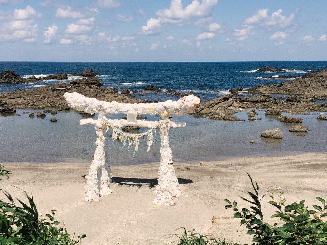 《神話的繼續》為2017年第一屆奧能登國際藝術祭作品之一,藝術家深澤孝史用海洋飄...