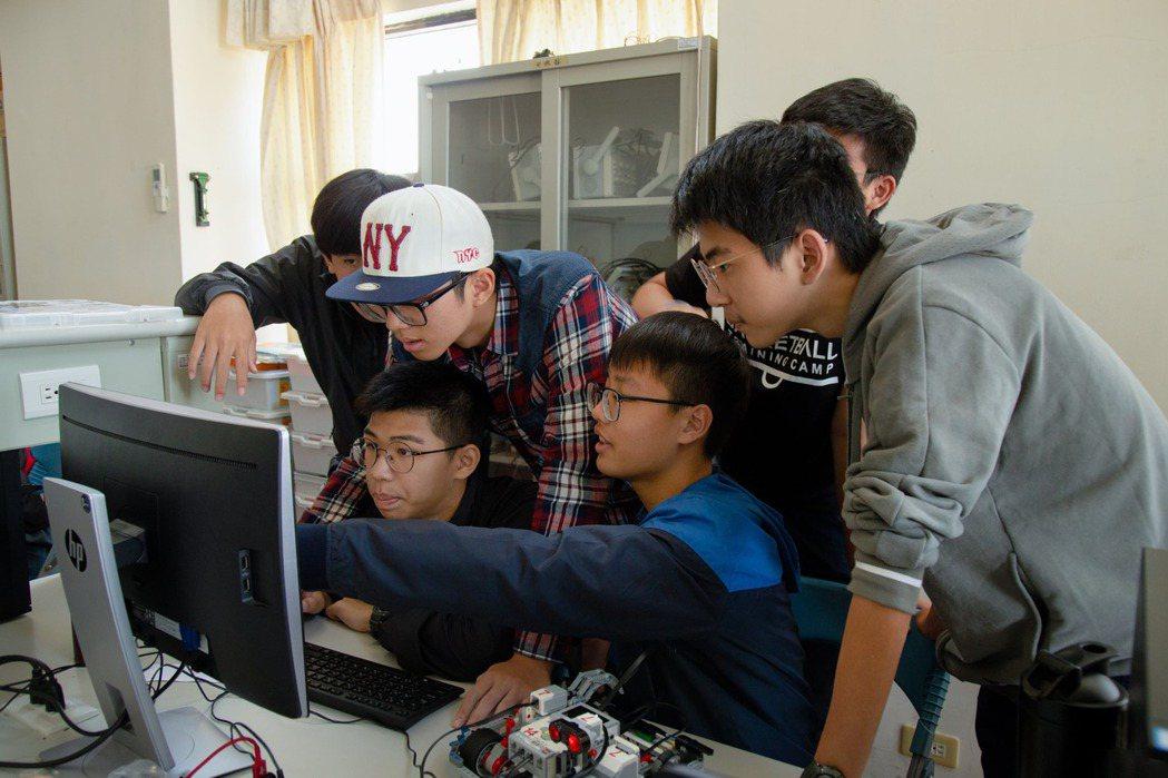 台灣IBMOpen P-TECH學生註冊率超過80%,第二波目標鼓勵全台師生加入...